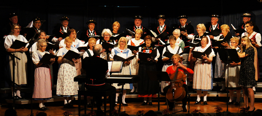 Swiss Harmonie Singing Their Hearts Out    --    with Karen Linkletter on the Cello and Karin Hösli with the Flute