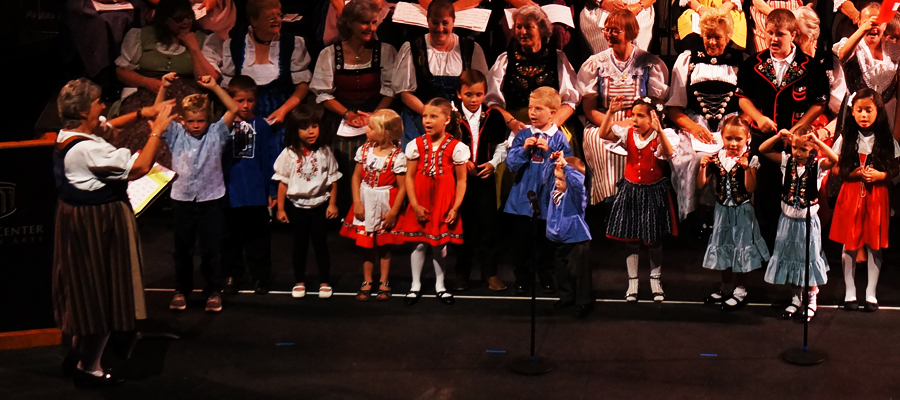 Children Chorus directed by Marie Schallberger